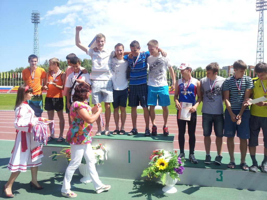 Победитель - Мужская эстафета 4х100м (юниоры) - Олег Давыдов, Петр Лебедев, Денис Федоренков и Роман Новиков.