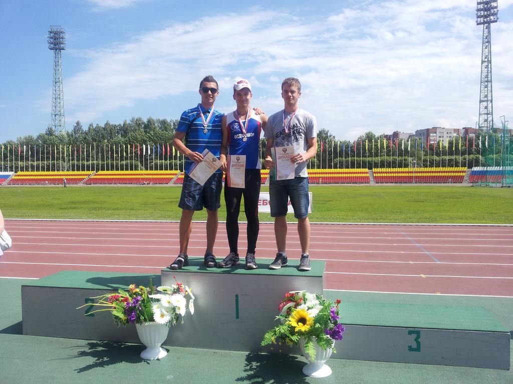 3 место - тройной прыжок (юноши) - Петр Лебедев (слева)