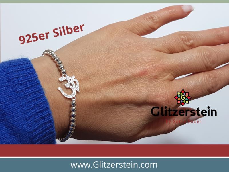 Kugelarmband aus 925er Silber in 4 mm mit dem Schmuckverbinder Om