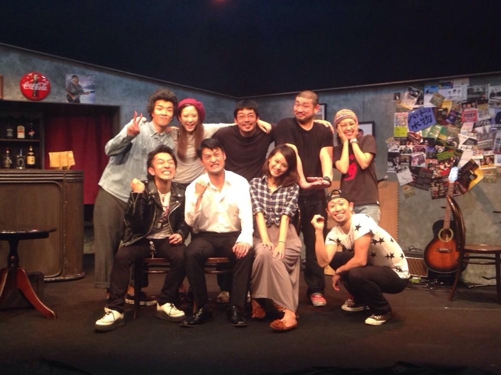 千秋楽に舞台上での集合写真。第二回公演の時は撮り忘れるという奇跡。