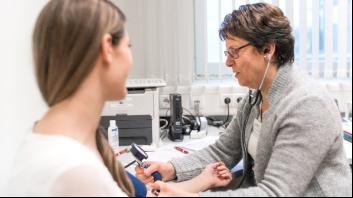 Künftig wird der Hämoglobinwert vor der Untersuchung durch den Arzt am Blutspendertermin bestimmt..