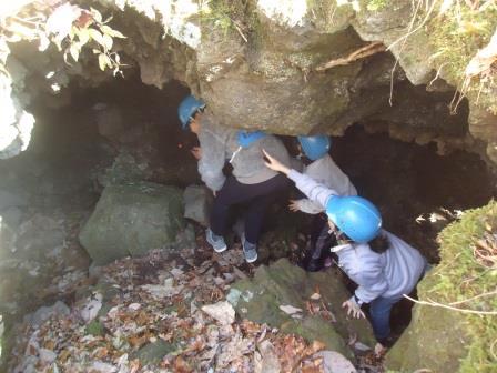 溶岩洞窟くぐり