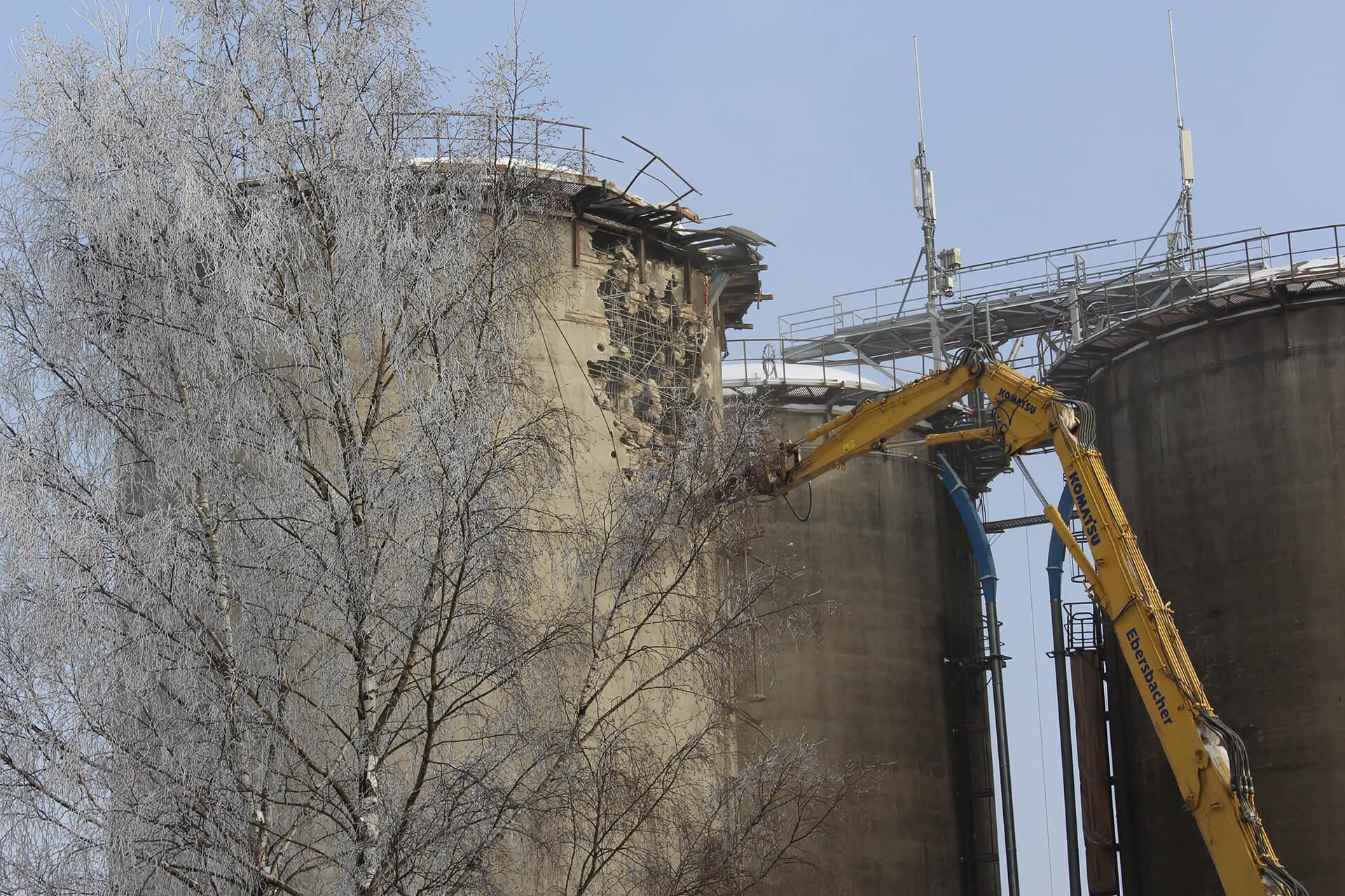 2016 begannen im Zuge der Umstellung auf Ökolandbau die umfangreichen Abriss- und Umbauarbeiten von Ställen und Wirtschaftsgebäuden.