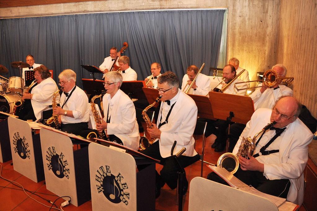 Die Musiker der Big-Band beim Spiel