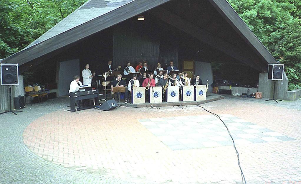 Konzert im Volkspark Stadtallendorf am 16.5.1999; die Big-Band im Pavillon
