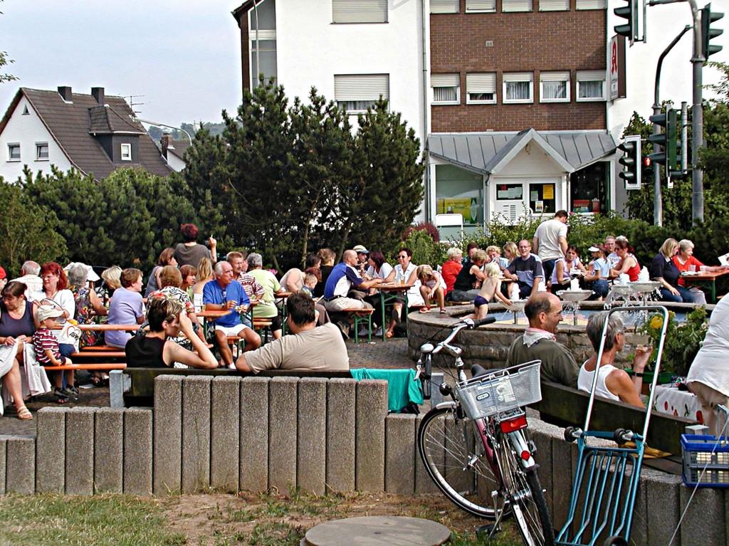 1. Weimaerer Sommertreff: Die verschiedenen Stände sind gut besucht.