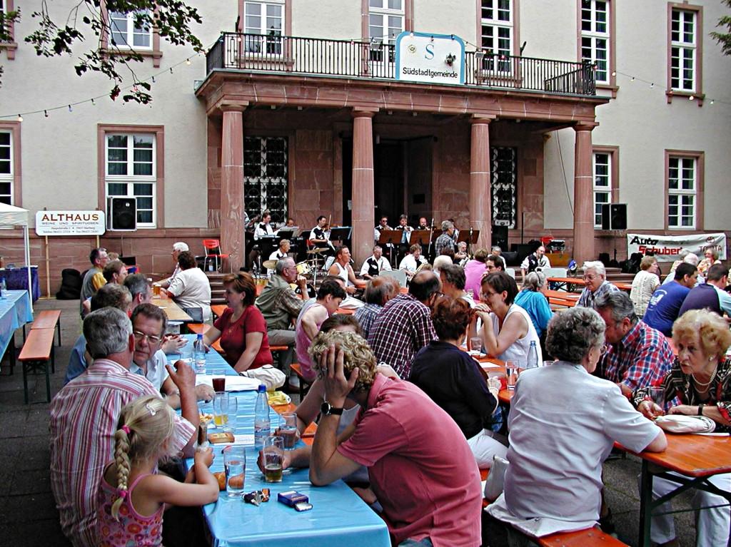 Dämmerschoppen der Südstadtgemeinde: Die Big-Band spielt auf