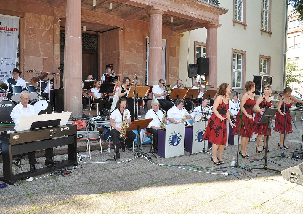 Big-Band mit Ladies
