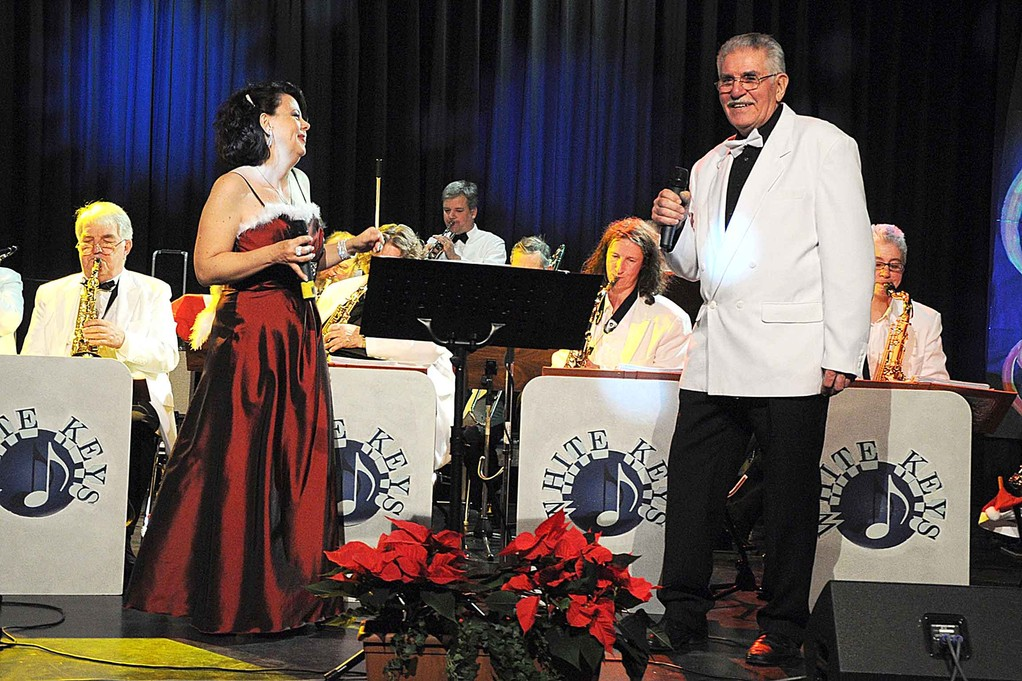 Gastsängerin Ulla Keller und Moderator Walter Plamper (Foto: Fredy Haas)