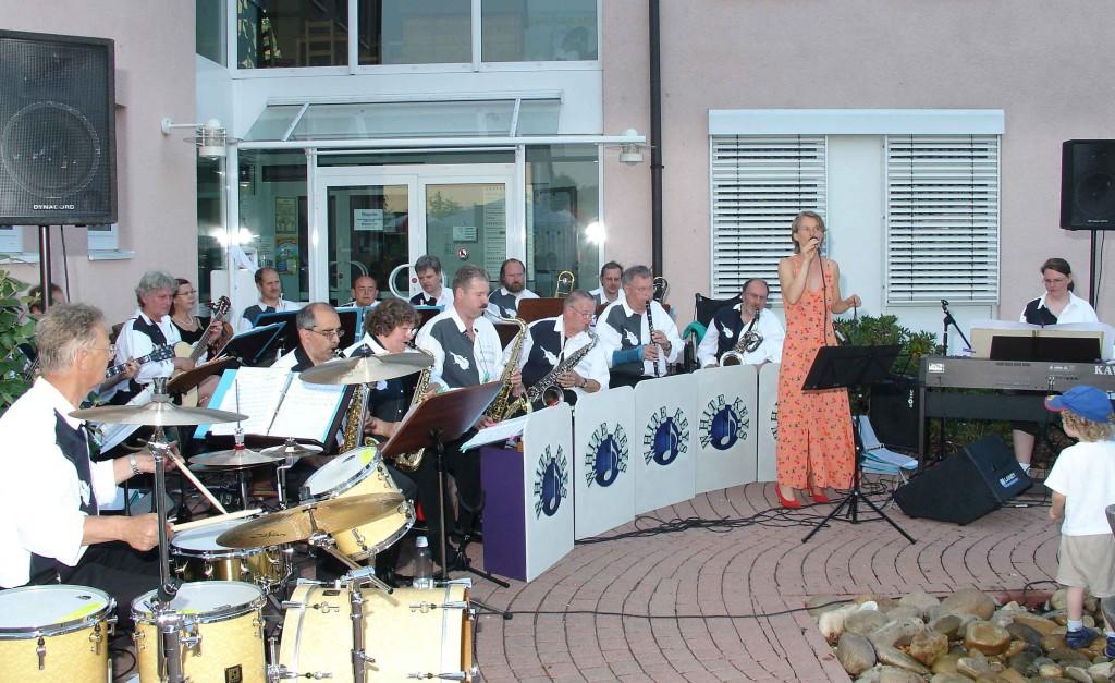 2. Weimarer Sommertreff am 24.6.2005 vor dem Rathaus in Niederweimar