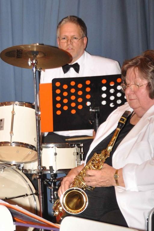 Schlagzeuger Hans-Peter Hämer und musikalische Leiterin Marianne Plamper