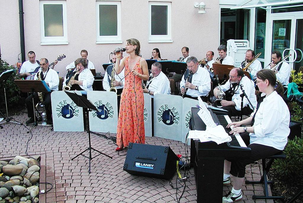 2. Weimarer Sommertreff: Auftritt vor dem Rathaus in Niederweimar