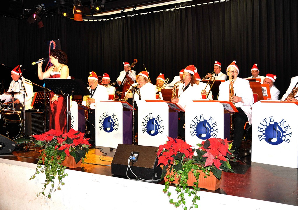 Die Big-Band mit Sängerin Ulla Keller