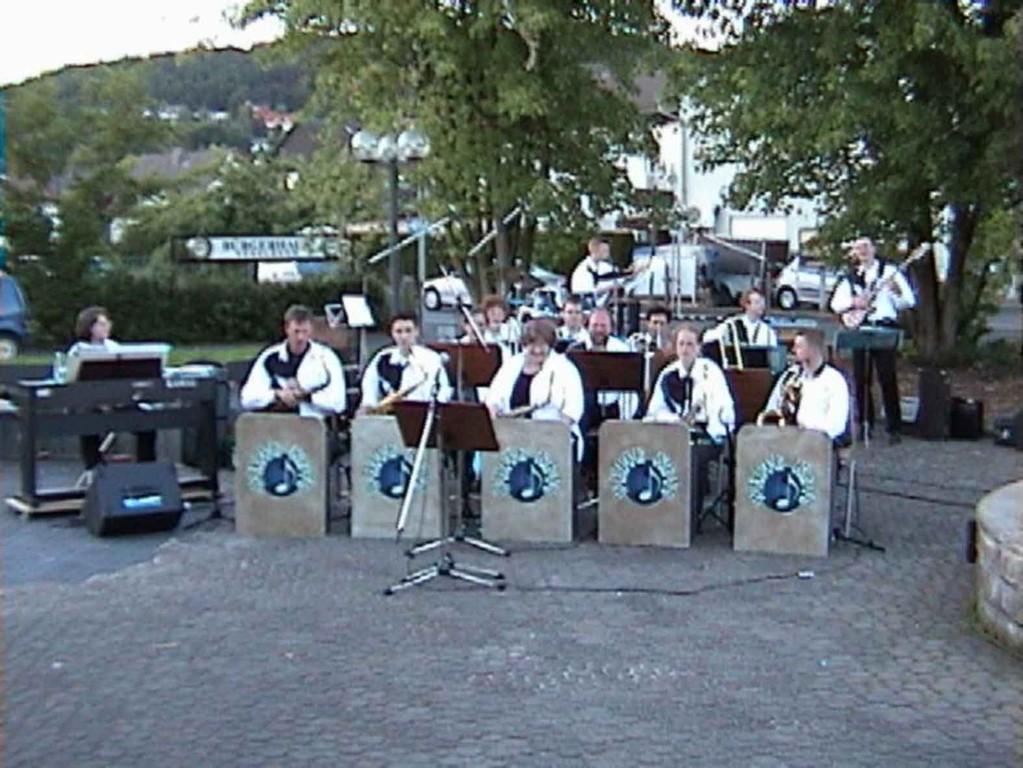 Reservisten-Treffen in Niederweimar am 17.6.2000; die Big-Band