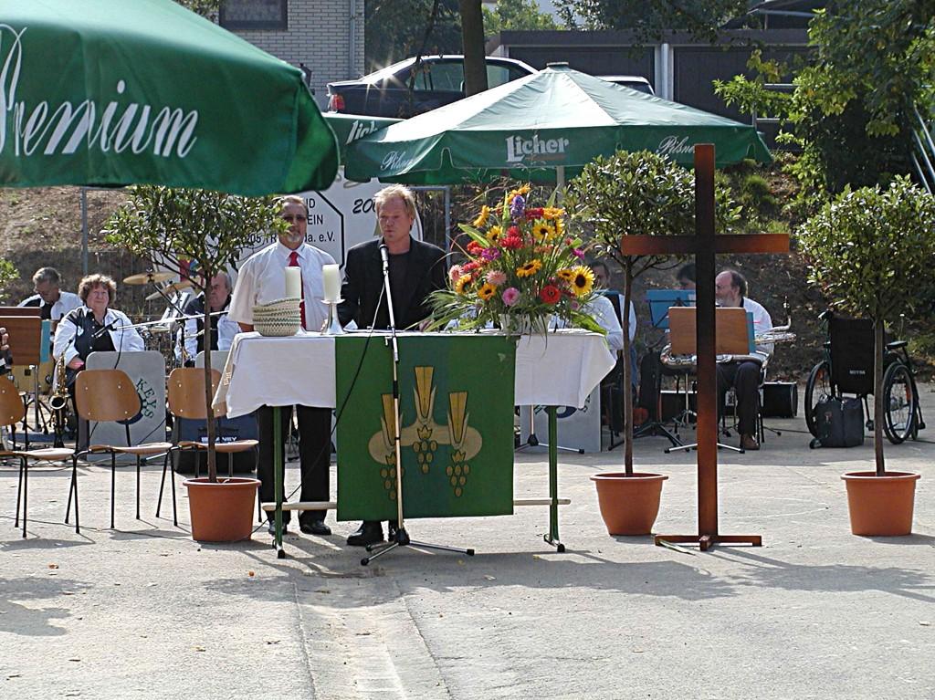 100jähriges TSV Jubiläum in Treis/Lumda am 4.9.2005: Begrüßung durch Willi Hettche und Andreas Lenz