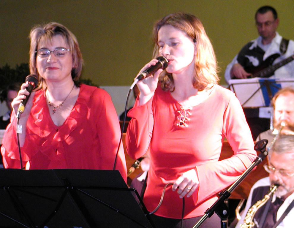 Grundsteinlegung: Es singen die Funny Ladies Claudia Krombach und Bettina Leukel