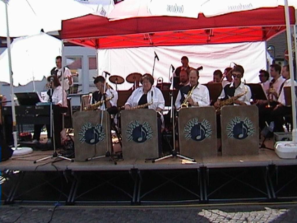 Burgen-Jazz in Villmar am 13.8.2000; Big-Band bei glühender Hitze