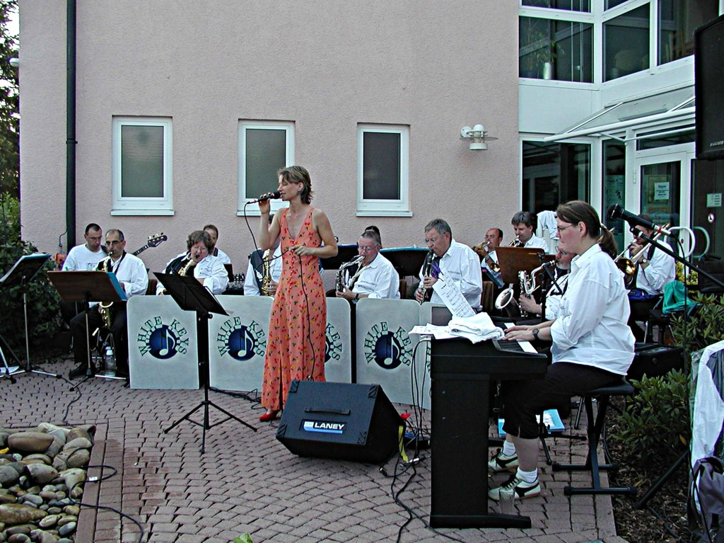 2. Weimarer Sommertreff: Die Big-Band mit Sängerin Bettina Leukel