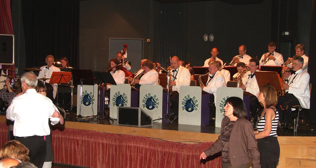 Die Marburger Big-Band WHITE KEYS spielt ...