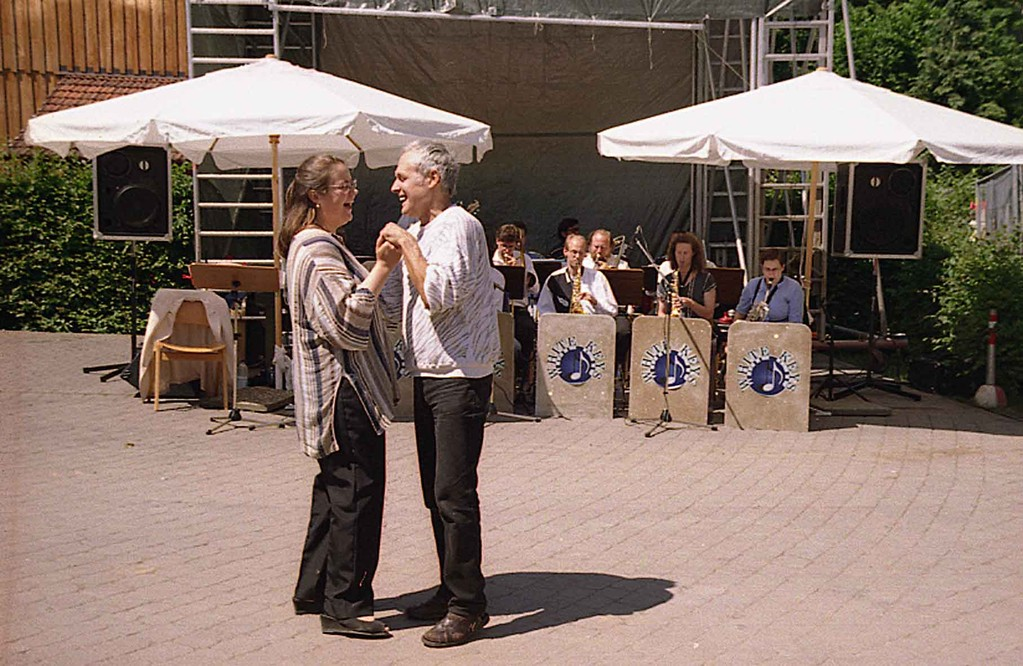Grundsteinlegung bei Freier Waldorfschule Marburg am 19.6.1999; Daniela Hacker tanzt