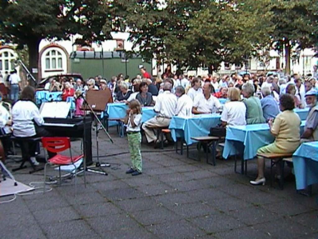 Südstadtfest in Marburg am 5.8.2000; das Publikum