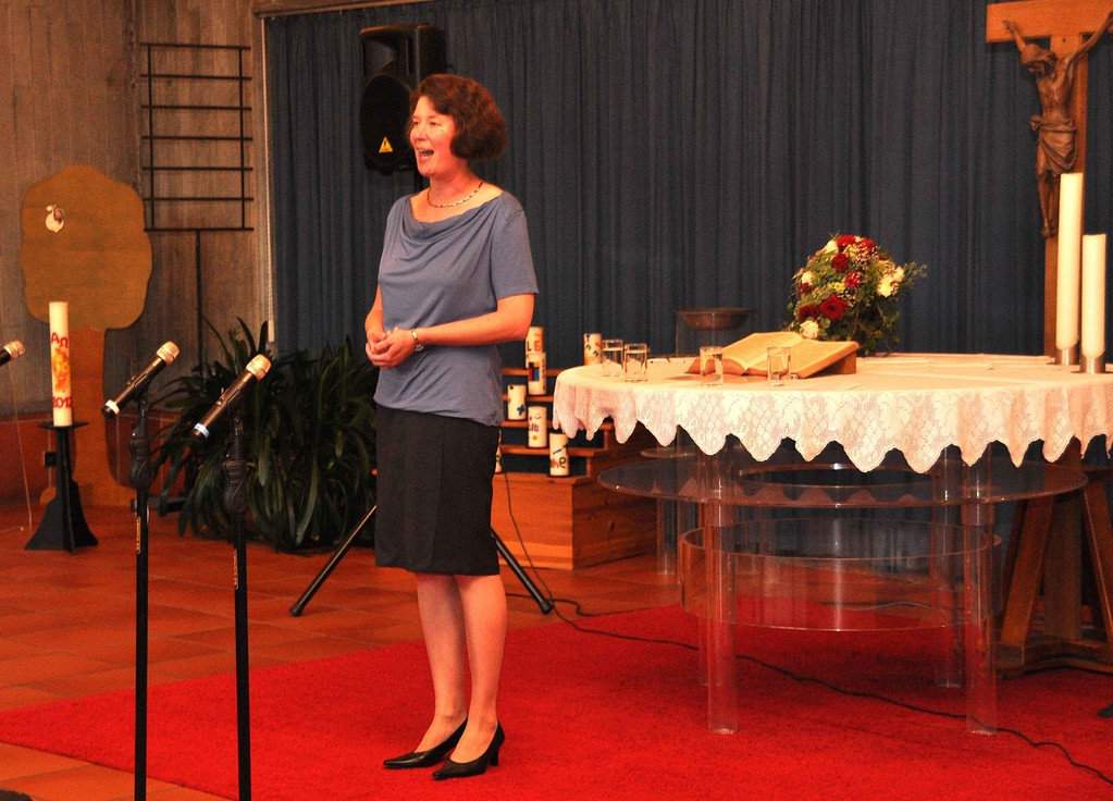 Pfarrerin Annette Bartsch begrüßt