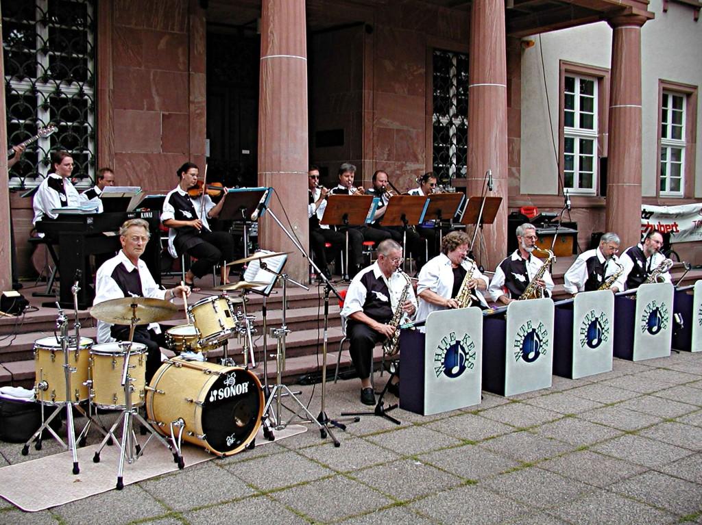 Dämmerschoppen der Südstadtgemeinde: Die Big-Band