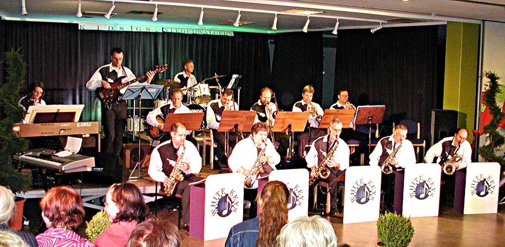 KIDS: Die Big-Band unterhält mit swingenden Melodien