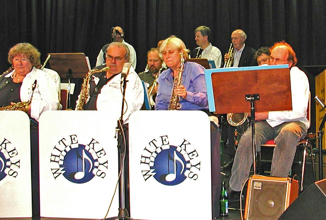 Lisa Pollard unterstützt die Big-Band