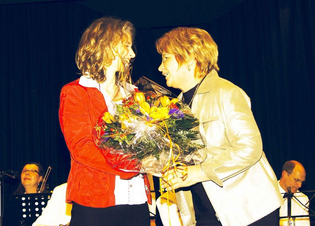 Gewerbeschau 16.3.2008 - Frau Futschick dankt Bettina Leukel