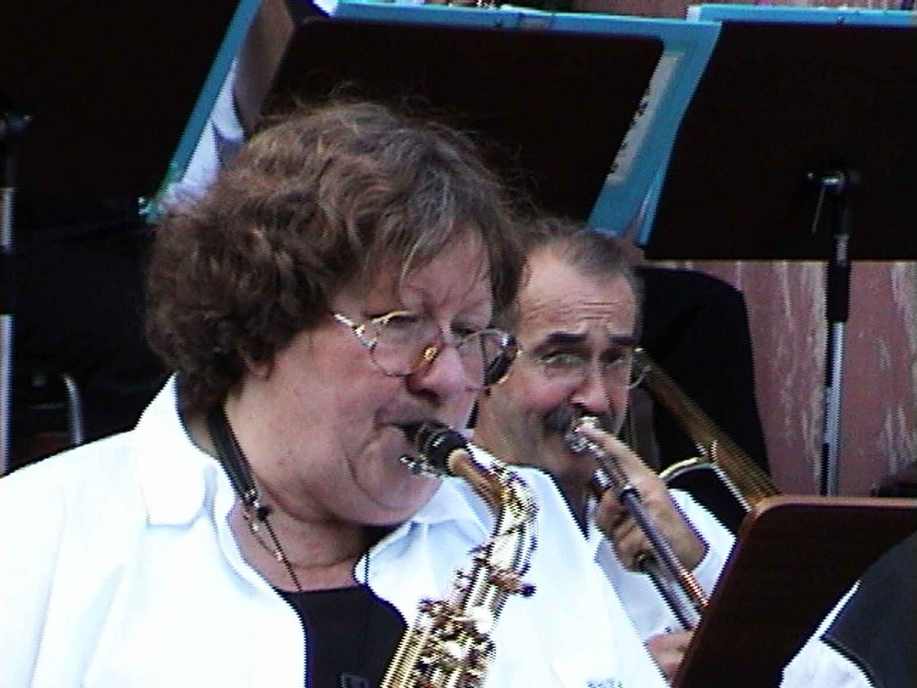 Südstadtfest in Marburg am 5.8.2000; Big-Band-Leiterin Marianne Plamper