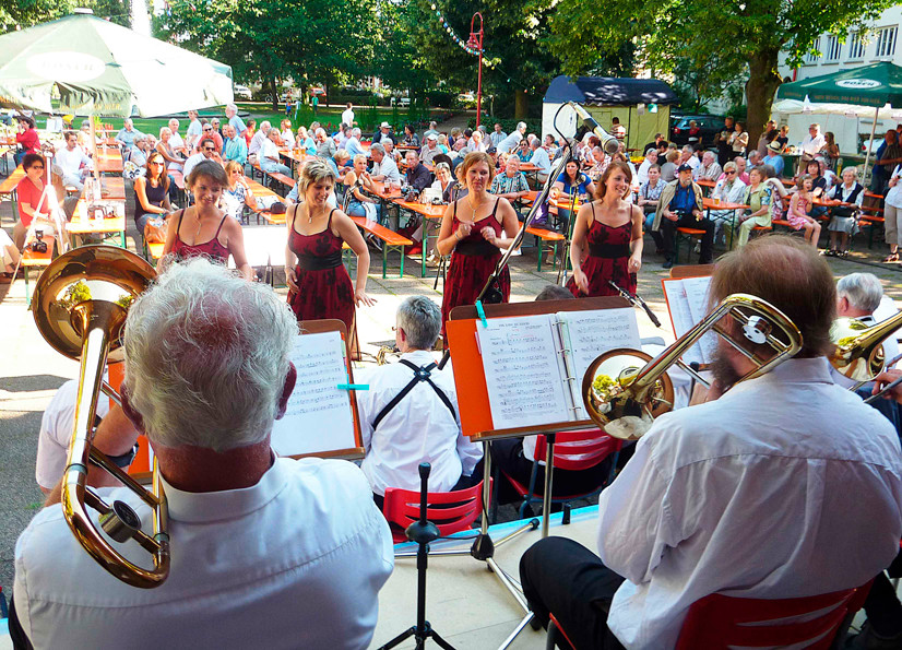 Die Big-Band mit Ladies (Foto: Werner Hahn)