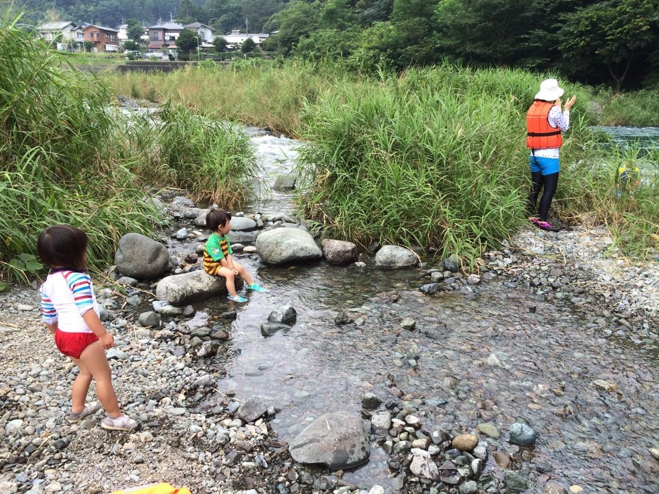 岸に近いところは浅くて流れも緩やかだから、小っちゃい子も楽しめました