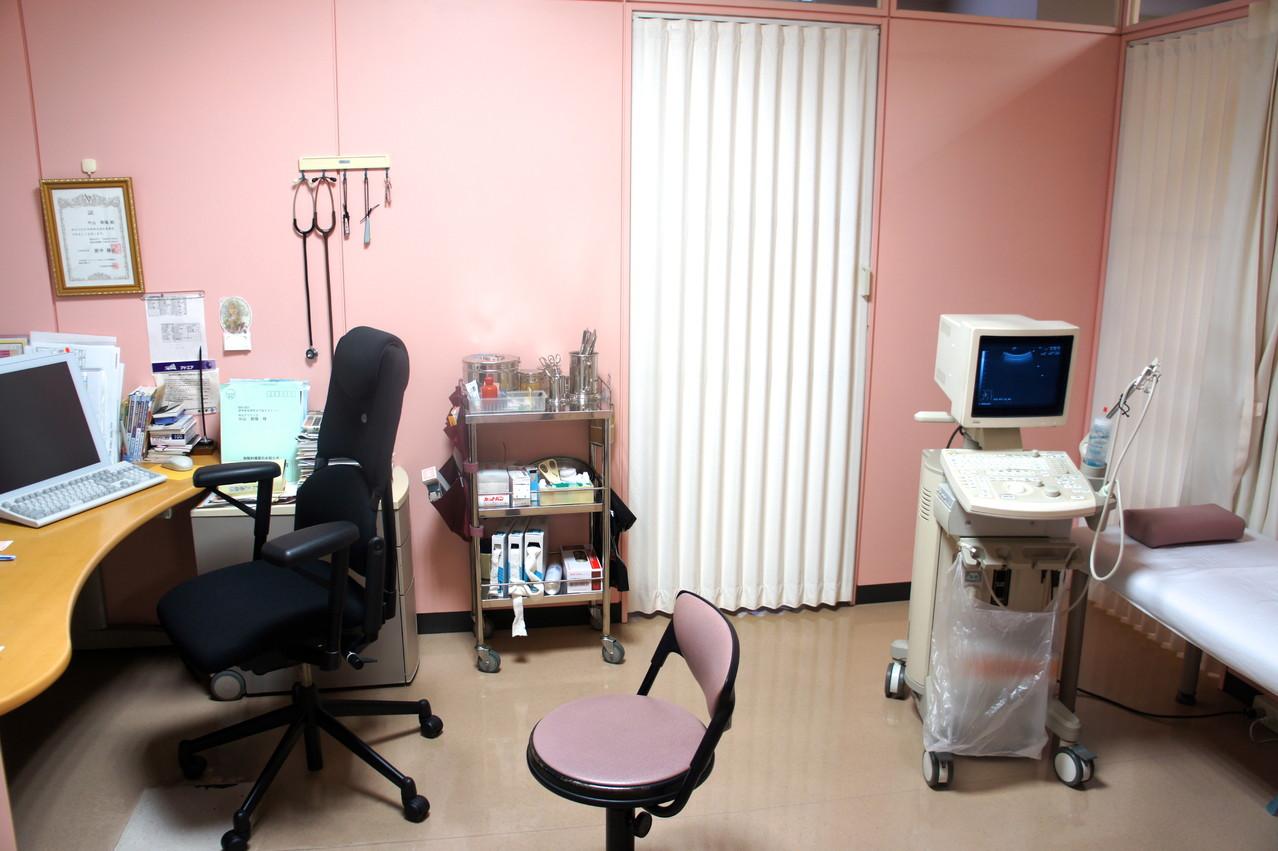 優しいサルモンピンク色ーこれで小児患者を泣かず診察 OK!