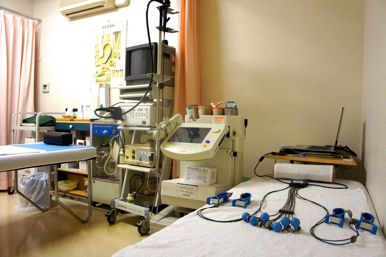 コリン動脈硬化症の程度を脈波検査する