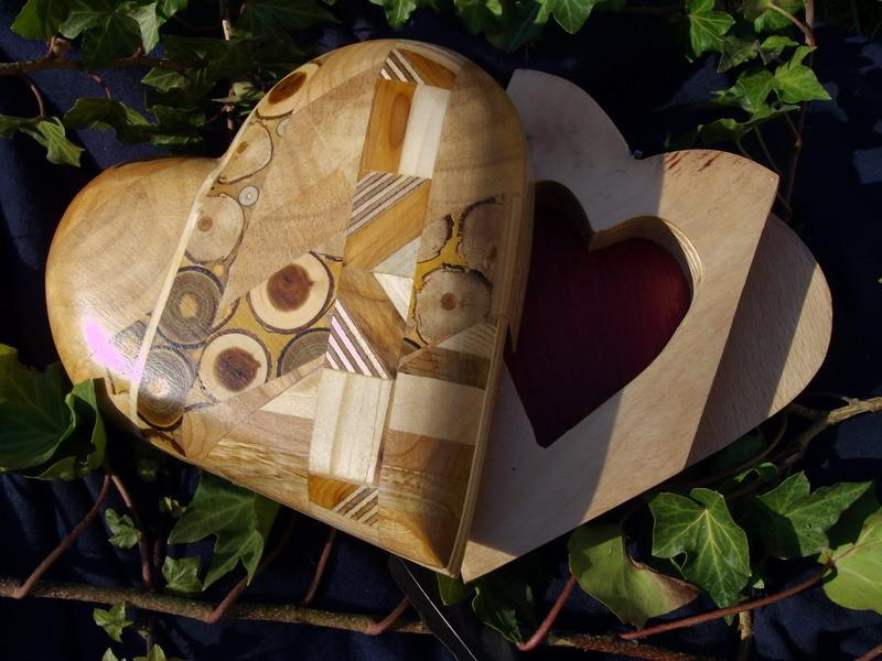 kunstvolles Herz  Einlegearbeiten
