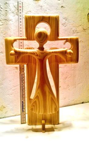 Kreuz mit neuem Holz