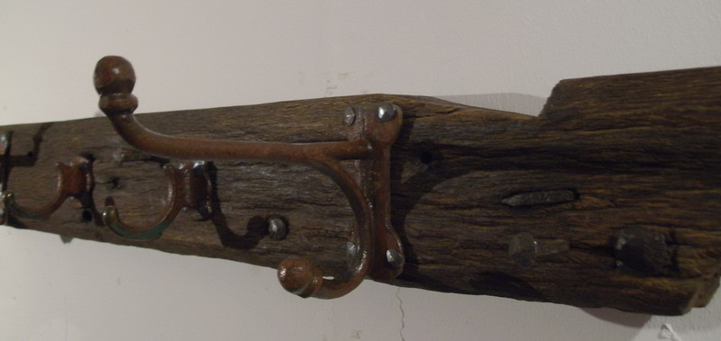 handgeschmiedete Nägel im Holz verblieben