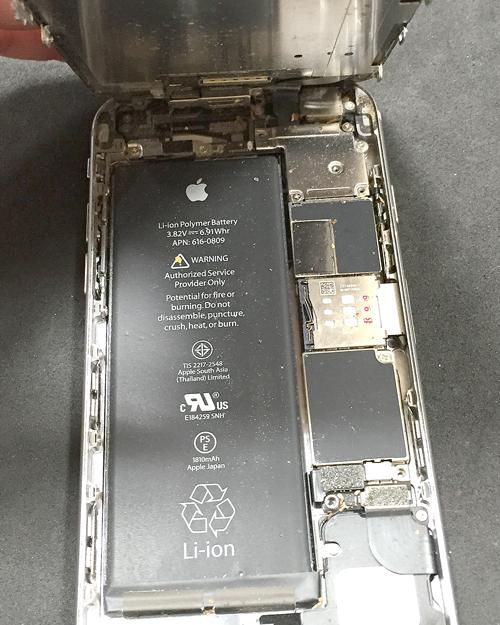 iPhone内部のホコリやチリ
