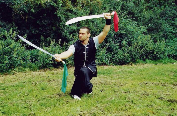 Doppelsäbel (eine der klassischen Waffen des Kung Fu)