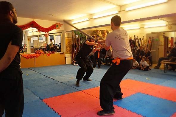 Zweihandschwert Kampf ist eine der Waffenkampf Kategorien
