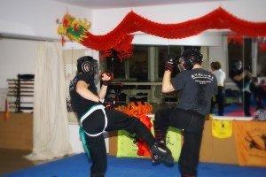 Kung Fu Freikampf mit Schutzausrüstung