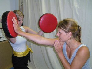 Pratzentraining ist Bestandteil des Kampftrainings in der JIng Wu Schule Köln