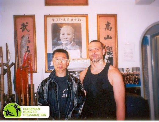 Großmeister Lam Chun Fai mit seinem Schüler Holger Heek (Jing Wu Schule Köln)
