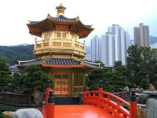 Hong Kong: Tempel umgeben von Wolkenkratzern