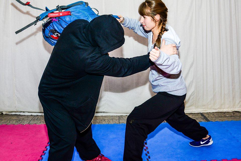 Selbstverteidigung mit einem Rucksack