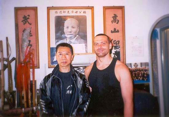 Tradition in der Kampfkunst Kung Fu: Meister Heek mit seinem Hung Gar Kung Fu Lehrer