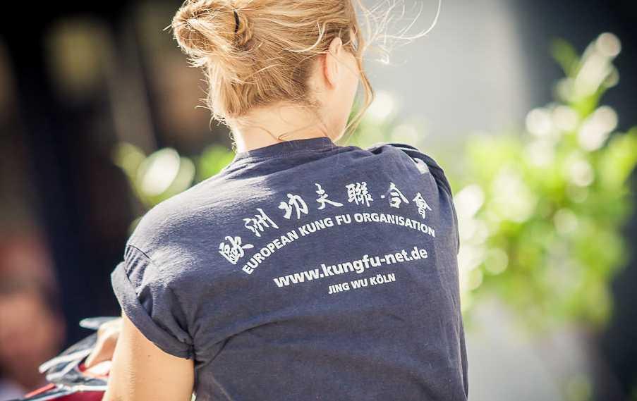 Traditionelles Waffentraining in der Jing Wu Kung Fu Schule Köln