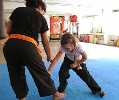 Kampf und Selbstverteidigung für Kinder: Reaktionsübungen