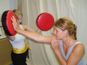 Pratzentraining im Rahmen des Kampftrainings